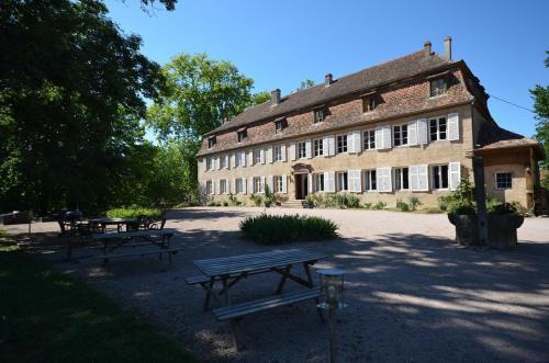 Chambres d'hôtes Château De Grunstein : Bed and Breakfast near Sermersheim
