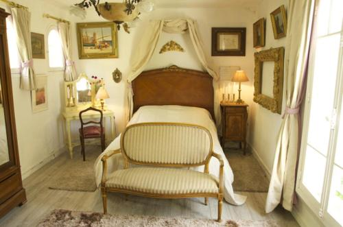 Au Trianon D'Auvers : Bed and Breakfast near Labbeville