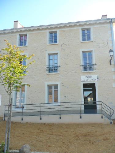 Hotel Le Saint Aubin : Hotel near Fontenay-sur-Vègre
