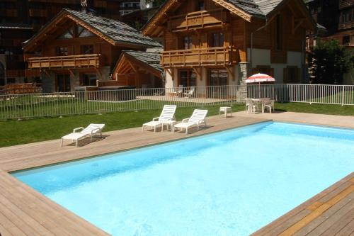 Chalets Faverots : Guest accommodation near Saint-Christophe-en-Oisans