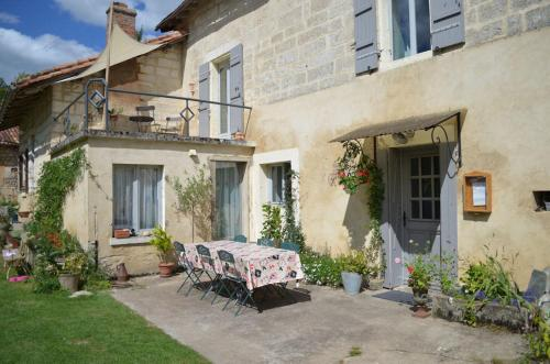 Les Demoiselles : Bed and Breakfast near Saint-Martial-de-Valette