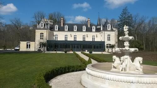 Château De Breuil : Bed and Breakfast near Martigny-Courpierre