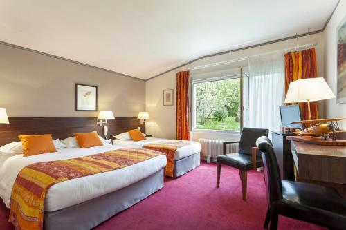 Aerotel Versailles Saint Cyr - L'étape du Silence : Hotel near Bois-d'Arcy