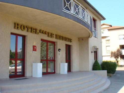 Le Médicis : Hotel near Salaise-sur-Sanne