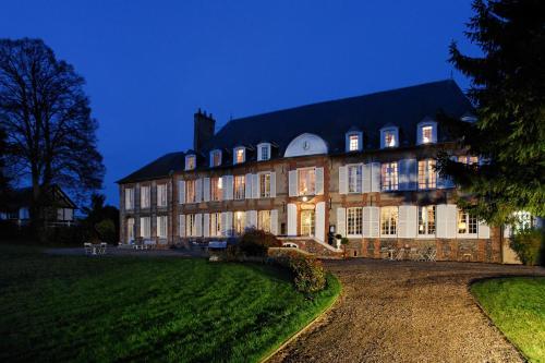 Hotel The Originals Château du Landel (ex Relais du Silence) : Hotel near Sancourt