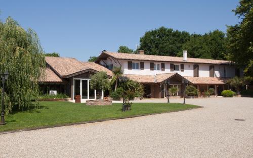 Hôtel La Ferme d'En Chon : Hotel near Sanguinet
