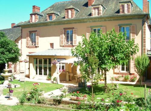 Manoir Lascaux : Bed and Breakfast near Chabrignac