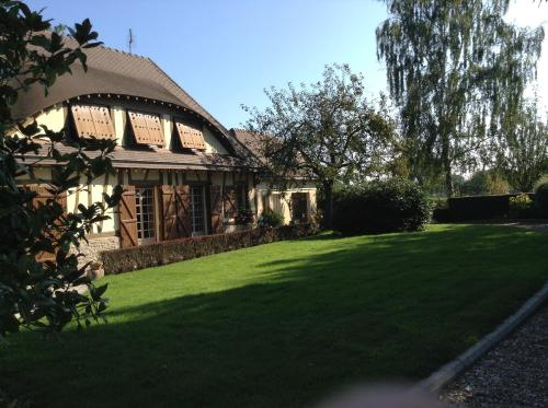 Jardin Des Énigmes : Guest accommodation near Bézu-la-Forêt