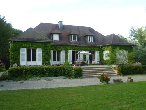 Au clair bois : Bed and Breakfast near Botans