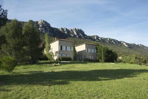 Château de Peyralade : Bed and Breakfast near Padern