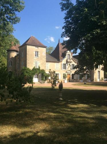 Château Du Guérinet : Bed and Breakfast near Busset