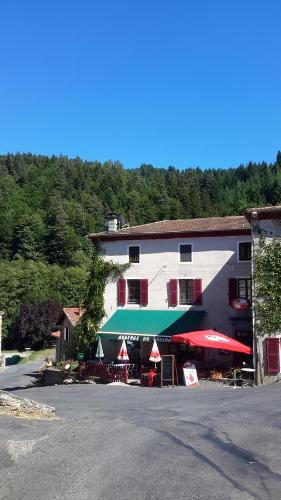 Auberge du Doulon : Guest accommodation near Jullianges