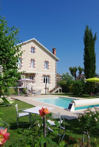 Maison d'Hôtes La Villa Corisande : Bed and Breakfast near Serres-et-Montguyard