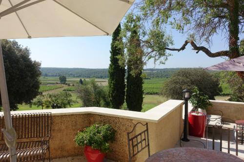 Le Grand Saint Paul : Bed and Breakfast near Rognes