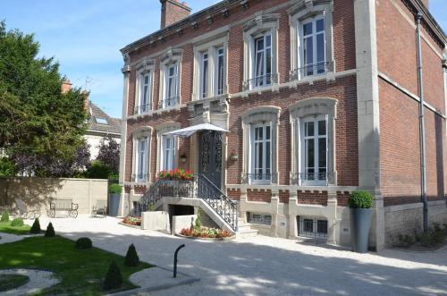 La Demeure De Charme : Bed and Breakfast near Troyes