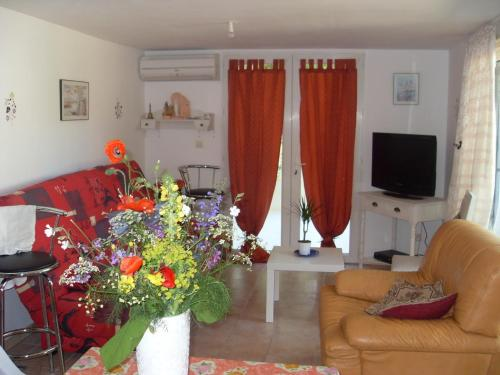 Appartement 10 Des Acacias : Apartment near Saint-Jean-de-Crieulon