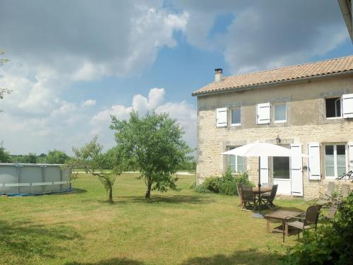 Charente Bed and Breakfast : Bed and Breakfast near Linazay