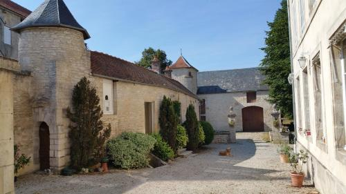 Manoir de L'Echauguette : Bed and Breakfast near Chaumont-le-Bois