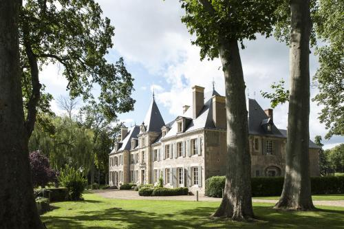 Château de Planchevienne : Bed and Breakfast near Coulanges-lès-Nevers