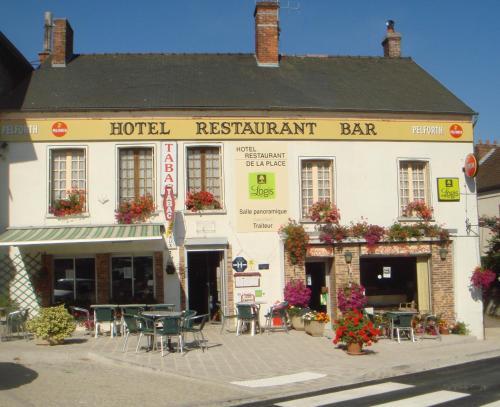 Hôtel Restaurant De La Place : Hotel near Vert-Toulon
