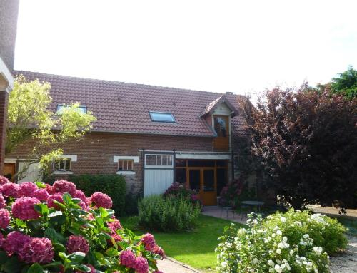 La Cense des 6 Sens : Bed and Breakfast near Buissy
