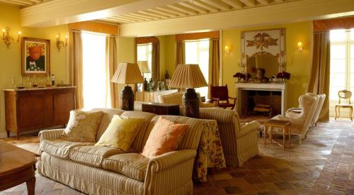 Chateau de La Lande : Bed and Breakfast near Saint-Denis-de-Jouhet