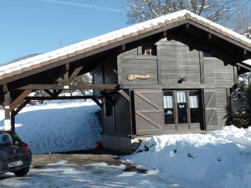 Chalet Le Grand Paddock : Guest accommodation near Passy