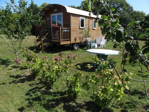 Roulotte Bigoudenne : Guest accommodation near Tréméoc
