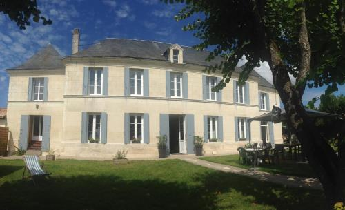 B&B Les Fontenilles : Bed and Breakfast near Sainte-Ramée