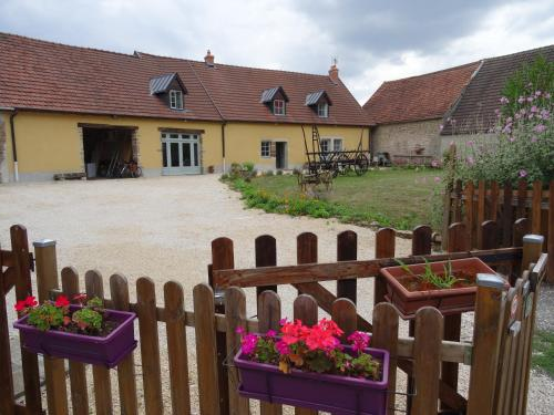 Datcha Bourguignonne : Guest accommodation near Sainte-Sabine