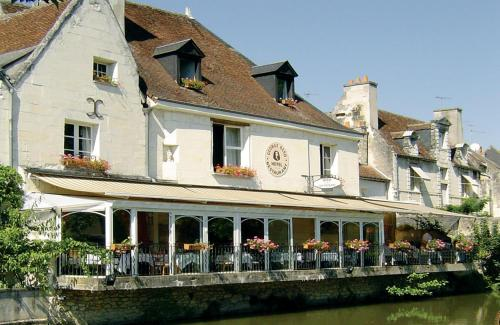 Hotel The Originals Loches George Sand (ex Inter-Hotel) : Hotel near Saint-Flovier