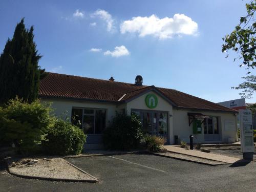 Campanile Rochefort-Sur-Mer ~ Tonnay Charente : Hotel near Moragne