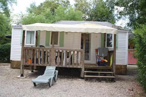 le Camping Des 3 Lacs : Guest accommodation near Murs-et-Gélignieux