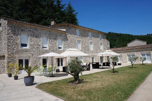 Domaine Les Buis : Guest accommodation near Saint-Michel-de-Chabrillanoux
