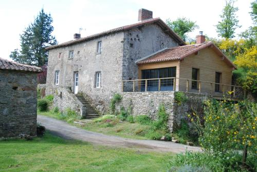 Le Moulin Moreau : Guest accommodation near Yzernay