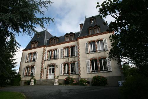 Le Chateau De Montmireil : Guest accommodation near Saint-André-de-l'Épine