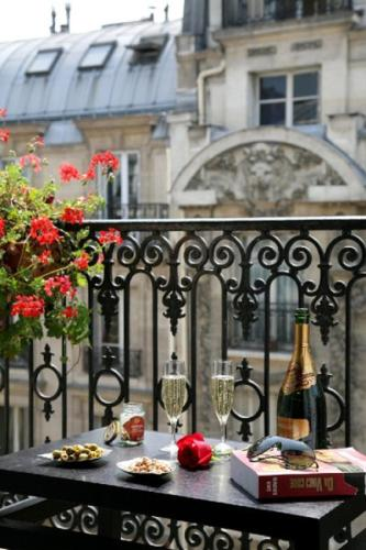 Best Western Paris Gare Saint Lazare : Hotel near Paris 8e Arrondissement