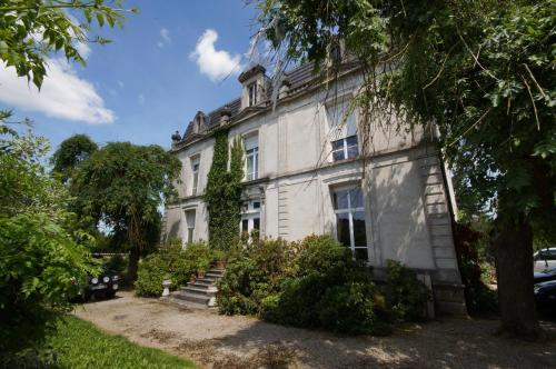 Le Clos Domremy : Bed and Breakfast near Échenay