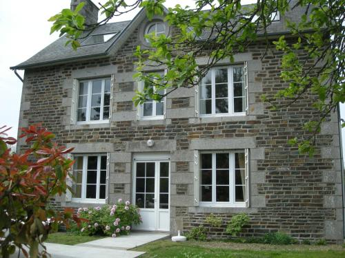 St Michel : Guest accommodation near Dragey-Ronthon