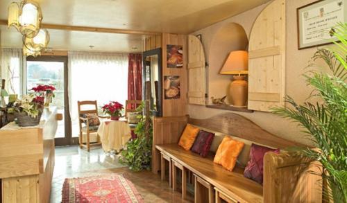 Hotel Restaurant Robichon : Hotel near Voires