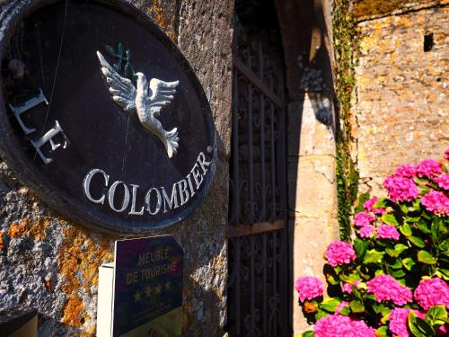 Chateau Le Colombier : Guest accommodation near Saint-Pellerin