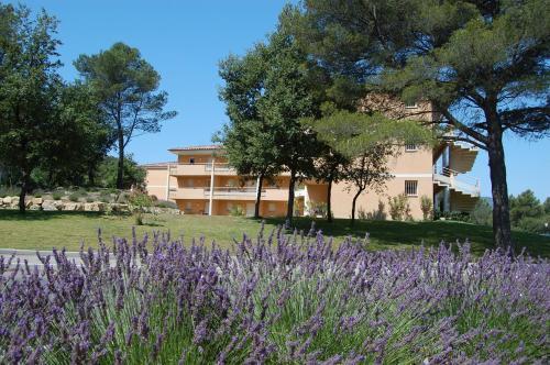 Résidence Côté Sud Peypin : Guest accommodation near Cadolive