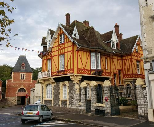 La Porte De Bretagne : Bed and Breakfast near Marchélepot