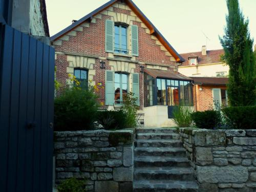 Fab House - Les Maisons Fabuleuses : Guest accommodation near Brenouille