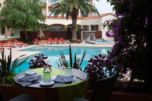 Hotel The Originals Perpignan Le Mas des Arcades (ex Qualys-Hotel) : Hotel near Toulouges