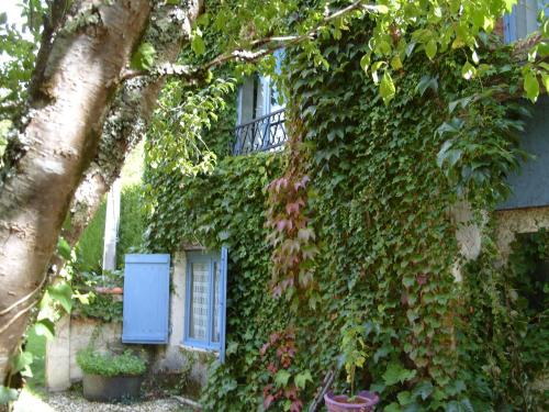 L'Ancienne Etable : Guest accommodation near La Tour-Blanche