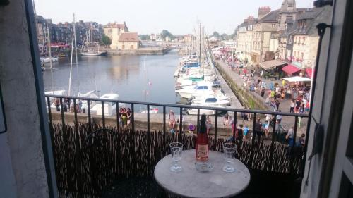 Le Balcon du Port : Apartment near Honfleur