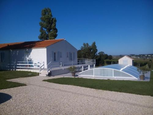 Chambres d'Hôtes Les Sables : Bed and Breakfast near Tanzac