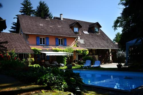Côté Grange : Bed and Breakfast near Montreux-Jeune