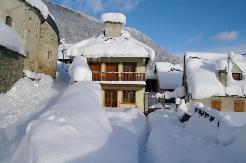 Gite De Montagne Les Sureaux : Guest accommodation near Génos